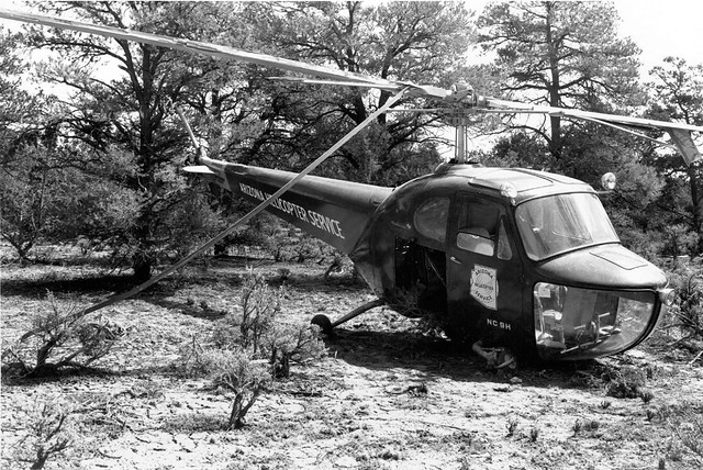 01476 HELICOPTER CRASH in Route to Supai 1948