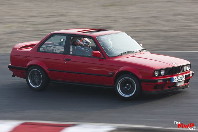 Daz from Team Sunset Drifting his BMW E30 V8