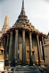 19-462 (ndpa / s. lundeen, archivist) Tags: color building tower film architecture 35mm buildings thailand pagoda bangkok nick columns spire grandpalace thai 1970s pillars 1972 19 1973 dewolf nickdewolf photographbynickdewolf reel19