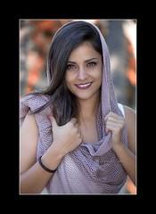 Zaira (Alejandro Zeren Homs) Tags: mujer retrato bosque sonrisa mirada seguridad simpatia pauelo zaira naturalidad alejandrozerenhoms zeren