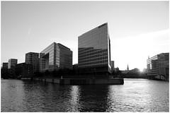 // Hamburg / Hafencity / Oberhafenquartier (daniela.eggers) Tags: hamburg weshowhh welovehh oberhafenquartier hafencity spiegel monochrom schwarzweis gegenlicht