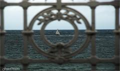 Barco a la vista ... (Guijo Crdoba fotografa) Tags: espaa spain barco nikond70s banister sansebastian paisvasco donostia velero barandilla cantbrico guijocordoba