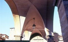 Ponte Vecchio (Amelien (Fr)) Tags: film analog 35mm florence nikon slide velvia epson firenze 100 nikkor expired e6 argentique v550 diapositive alu 100f diapo 2016 35f2 f6 pellicule filmisnotdead expire inversible homescanned 35f2af believeinfilm laboargentique capturedonrealfilm