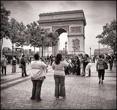 2009-09_IMG_2273_20160531NB4 (Réal Filion) Tags: black paris france history architecture women noir arch femme arc triomphe american histoire tourisme triumphal américain champsélysées