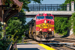 Warbonnet in the Lead (Wheelnrail) Tags: bnsf santa fe all way warbonnet paint scheme red hinsdale illinois racetrack chicago subdivision metra station c449w ns norfolk southern nntwbrc bridge sunny wow