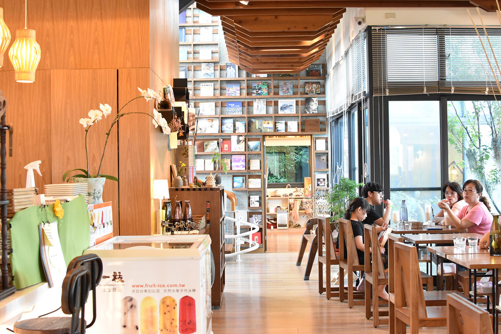 【台中】台灣最美書店 – 羅布森書蟲房,偏鄉小村中的獨立書店+咖啡館