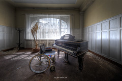 Play it again Sam (Fine Art Foto) Tags: haus der anatomie house anatomy physio schule school urbex urbanexploration urbandecay urban lostplace lostplaces lost abandoned aufgegeben oblivion rotten decaying decay derelict