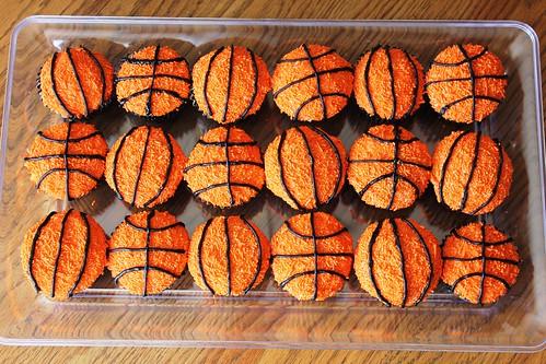 Basketball Cupcakes 01