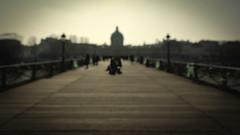 Blurred Paris - Rolling get Pushed (AKfoto.fr) Tags: paris canon blurred flou 550d tamron1750 t2i getpushed rollingchallenge
