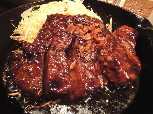 東京トンテキの大トンテキ定食の写真
