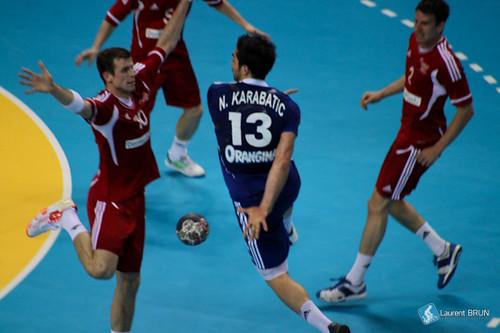 Passe dans le dos pour Nikola Karabatic
