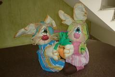 Enamorados (Be Artes e Encantos) Tags: artesanato coelhos pascoa tecido cenoura