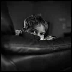 Joachim (-oRo-) Tags: light portrait blackandwhite bw france 6x6 mamiya c220 film children photo europe noiretblanc kodak nb enfant sourire lumires 400iso jeux 80mmf28
