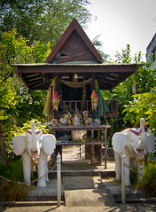 (seua_yai) Tags: thailand shrine asia southeastasia buddhist buddhism thai offering isaan spirithouse upcountry sisaket northeastthailand thailife sisaketprovince uthumphonpisai