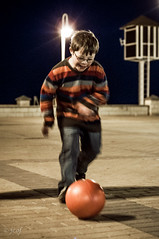 A Mario le gusta el ftbol... (jcof) Tags: portrait motion color night children noche retrato huelva movimiento nio ftbol pelota lepe islaantilla