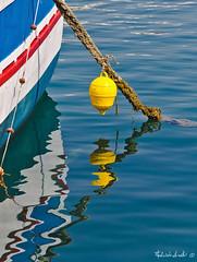 Finalmente ... (Fabrizio Arati) Tags: mare barche azzurro spiaggia oggetti scogli cime reti pescatori ancore torrevado