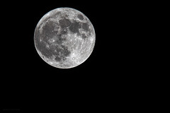 Supermoon ~ Super Lune  [ 2012.05.05 ] (SergeK ) Tags: moon black lune earth space may explore 2012 nationalgeographic planete pleinelune sergek supermoon superlune