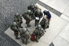 262B7344ES (brianjdamico) Tags: boston police bostonma swat hostage bostonpolice bcec bostonconventionandexhibitioncenter urbanshield urbanshieldboston2014