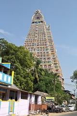 Un temple qui jaillit dans le ciel (Chemose) Tags: sky india architecture canon temple eos january ciel 7d hindu hinduism janvier tamilnadu inde southindia trichy gopuram hindouisme hindou tiruchirapalli ranganathaswamy sriranganathaswamy indedusud vischnu vischnou
