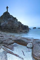 Misty morning at Beg ar Groaz (Traezh) Tags: beach misty fog coast brittany cross shoreline cte breizh plage brouillard brume croix rivage finistre goulven pennarbed plounourtrez cotesdeslgendes baiedegoulven begargroas begargroaz