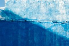 (maulbeerbaum) Tags: blue wall wand haus diagonal blau schatten ecke wallpainting corralejo fuerte
