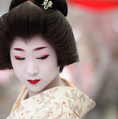 japan / geisha /  / japanese / kyoto / canon 7d / portrait (momoyama) Tags: camera city travel portrait people woman colour girl beautiful beauty face festival japan canon asian photography japanese tokyo photo costume clothing kyoto asia day image bokeh traditional ceremony culture makeup 85mm geiko geisha 7d   kimono cosmetics blackhair oneperson 2012 geishas baikasai floralpattern hairaccessory