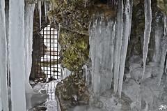Cella ghiacciata (Riccardo Brig Casarico) Tags: italy ice water wow photography photo reflex italia foto details dettagli fotografia rocce acqua inverno pioggia atmosfera freddo brig ghiaccio 18105 goccia riki atmosphre d5100 brigrc