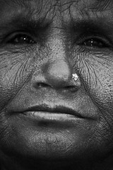 face (mat56.) Tags: white black monochrome mouth monocromo ritratti bianco nero eyewrinkles mat56 facefacciavisoprimopianonasoboccaocchiritrattoportraitdonnawomanrajasthanindiarughenose