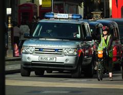 Met Police Range Rover (kenjonbro) Tags: uk london silver se 4x4 trafalgarsquare 2006 landrover rangerover charingcross sw1 metropolitanpolice td6 kenjonbro bu56jkf fujifilmfinepixhs10 fujihs10