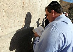 "Chris Christie in ""Governor"" yarmulke at wailing wall (rozipulous) Tags: yarmulke chrischristie"