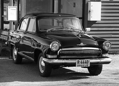 Drosje p Gjermundshamn (dese) Tags: auto bw classic car vintage photo blackwhite spring classiccar vintagecar automobile foto antique antiquecar taxi voiture retro bil april oldtimer veteran 2012 automvil taksi automobil april29 veteranbil  dese veterancar txi drosje svartkvitt kvinnherad gjermundshamn desefoto veicolodepoca  drozjki