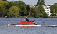 Weekend Cruise (AnyMotion) Tags: travel red rot water germany boot boat reisen wasser hamburg bootsfahrt boatride 6d binnenalster 2016 anymotion inneralster hamburgimpressions canoneos6d