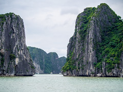 Among giants (Melian, Grey Wanderer) Tags: nature beauty landscape asia olympus cliffs unesco vietnam halongbay worldheritage 2016 mjus utazs zsia vietnm epl5