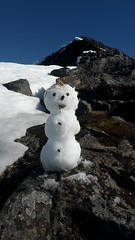 snowman (valugi) Tags: mountain snow norway snowman midnightsun troms tromsdalstinden