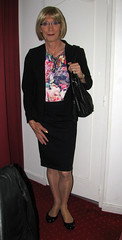 IMG_2923rn (magda-liebe) Tags: paris tgirl travesti glasses crossdresser outdoor french outgoing stockings skirt purses