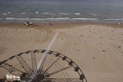 GRAFISMI =====GRAPHISM (GRAZIE PER LA VISITA) Tags: shadow italy beach nikon italia ombra rimini spiaggia ruota grafismo romagna ruotapanoramica sigma1020 nikond90