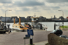 Veer (WindwalkerNld) Tags: holland netherlands river nederland veer pont centrum lek zuid zuidholland rivier schoonhoven vestingstad stadje binnenstad veerpont gelkenes zilverstad