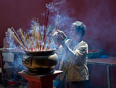 Offering (lovebooks42) Tags: asia kambodscha earth offering stick wat joss phnom penh woma cabodia earthasia