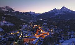 Berchtesgaden mit Watzmann (alpenbild.de) Tags: city mountain berg night bayern bavaria evening berchtesgaden abend dusk stadt dmmerung bgl watzmann alpenbildde