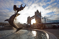 Sunny Tower Bridge (Olly Plumstead) Tags: bridge blue sky sculpture sun reflection london tower water fountain girl thames clouds canon photography cityscape shine with dolphin mark sunny 11 ii 5d burst olly shard plumstead 5d2