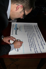 Erik tekent namens Captains***Kangeroe