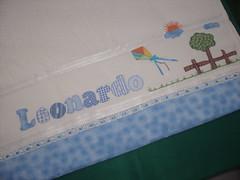 Toalha de Banho Leonardo (*Sonhos e Retalhos Ateliê*) Tags: paisagem bebê patchwork menino pipa letras costura fitas alfabeto patchcolagem toalhadebanho apliquê