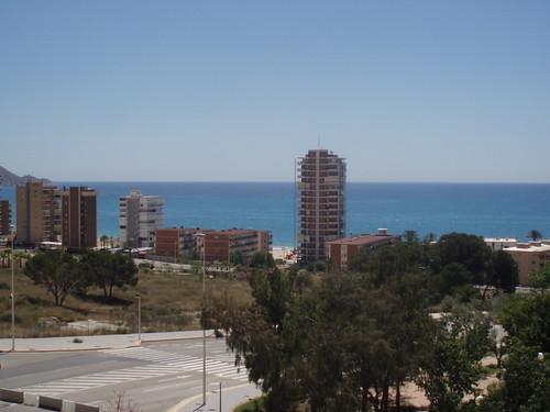 Fabulosas vistas al mar y muy soleado. Solicite más información a su inmobiliaria de confianza en Benidorm  www.inmobiliariabenidorm.com