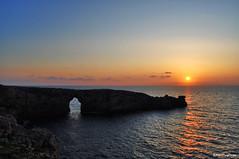 Posta de sol a la Porta d'en Gil (Marc Puig i Prez) Tags: sunset menorca pasoscatalans ciutadella postadesol portadengil