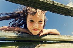 La Chapelle Royale (Karine Lopez) Tags: portrait france canon europe weekend fav enfant campagne fille sourire couleur regard fillette chapelleroyale 40d karinelopezfr karinelopez
