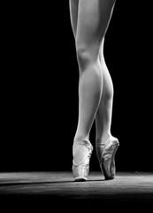 Dance with me (Sonia Montes) Tags: bw ballet white black byn blancoynegro canon detalles bailarina zapatillas piernas soniamontes