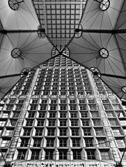 La Grande Arche de la Defnse (el buitre) Tags: bw paris blancoynegro architecture blackwhite defense biancoenero parigi grandearche