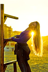Ray of Light. (castgen) Tags: sunset sea sun mer sol praia beach girl yellow backlight strand jaune contraluz atardecer soleil mar zonsondergang sand meer tramonto mare chica s