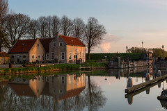 Early morning sun light, Dirksland SAS (BraCom (Bram)) Tags: trees holland reflection netherlands boot boat morninglight bomen nederland explore historical sas zuidholland goereeoverflakkee historisch spiegeling ochtendlicht dirksland leuropepittoresque bracom mygearandme rm506932 dirkslandsas