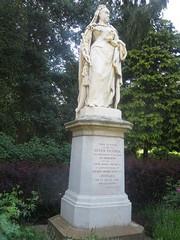 Queen Victoria statue, Abingdon (John Steedman) Tags: uk greatbritain england statue unitedkingdom berkshire queenvictoria oxfordshire berks oxon grossbritannien     grandebretagne